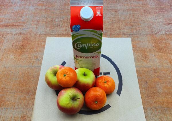 Melk en fruit (per 5 personen)