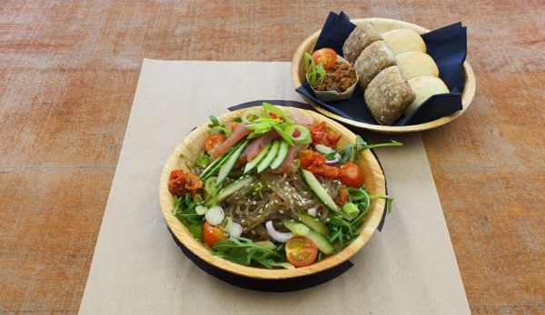 Glas noedel salade met tonijn vanaf 10 personen